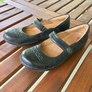 Clark's unstructured Mary Jane leather shoes